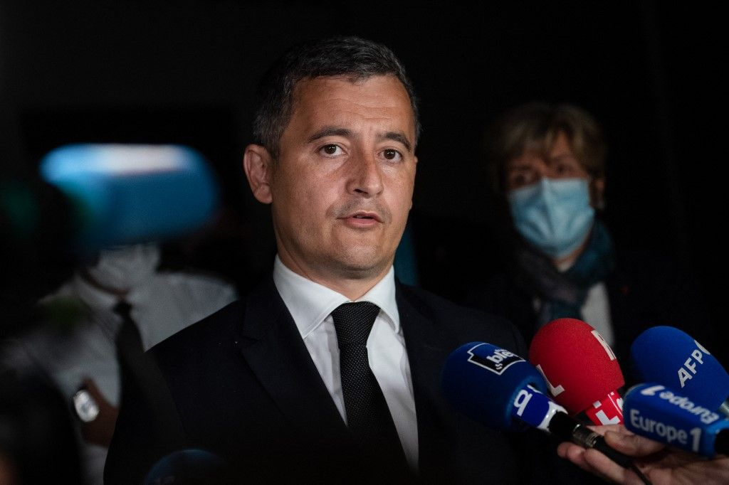 Gérald Darmanin, le ministre français de l'Intérieur, donne une conférence de presse au commissariat d'Avignon après la mort d'Eric Masson, tué lors d'une opération anti-drogue à Avignon le 5 mai 2021.