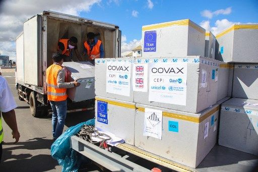 Des vaccins offerts par l'Union européenne et le Royaume-Uni arrivent à Madagascar.