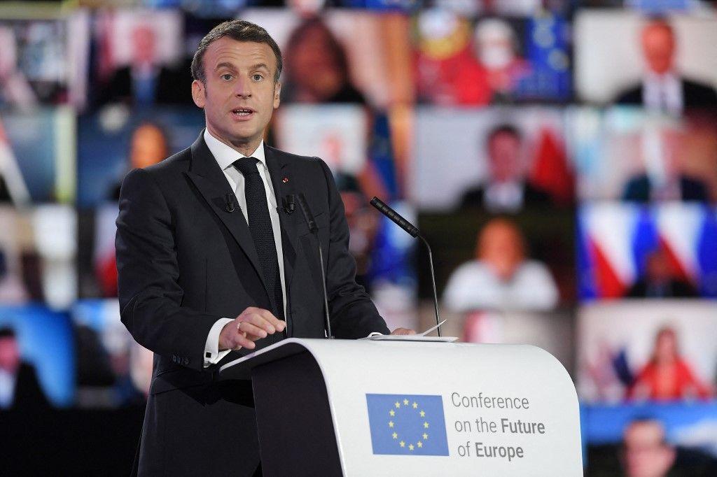 Le président français, Emmanuel Macron, prononce un discours lors de la Journée de l'Europe et de la Conférence sur l'avenir de l'Europe, le 9 mai 2021 au Parlement européen à Strasbourg.
