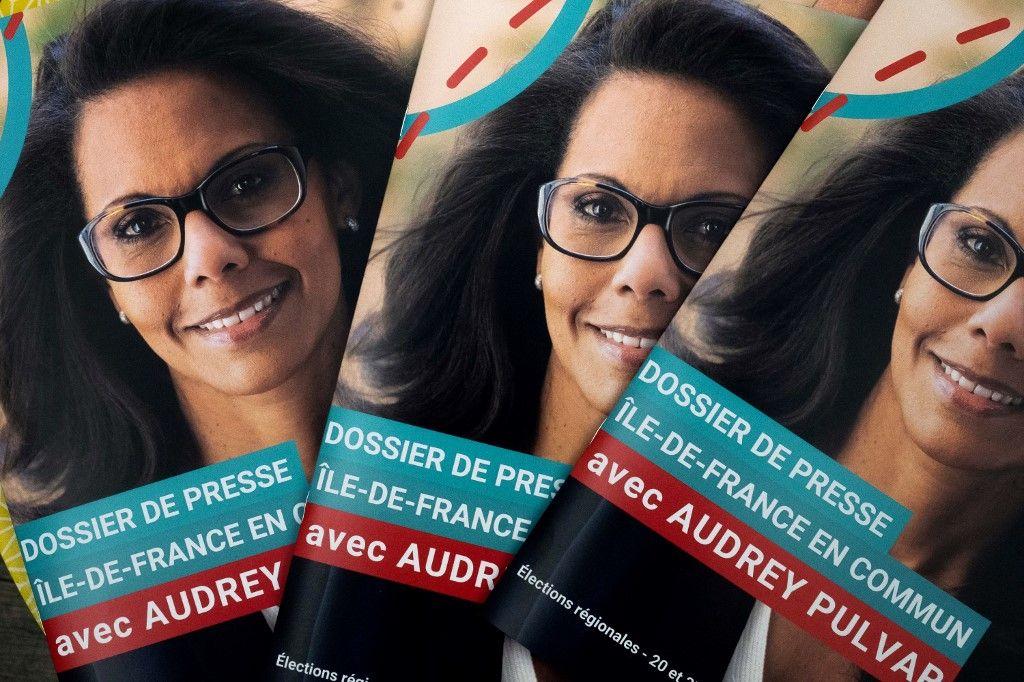 Des affiches de campagne de l'ancienne journaliste et candidate aux élections régionales de juin 2021 en Ile-de-France, Audrey Pulvar.