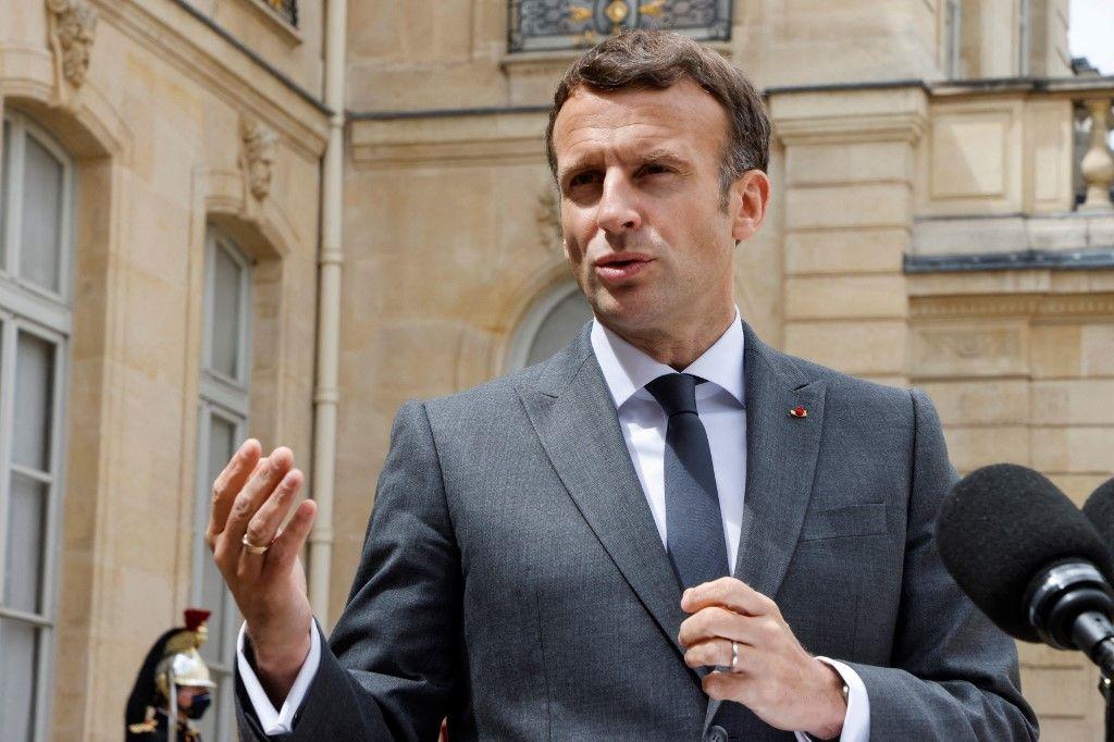 Le président Emmanuel Macron s'exprime après sa rencontre avec le président argentin, à l'Elysée, le 12 mai 2021.