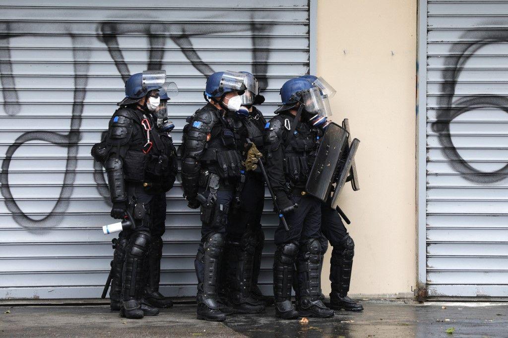 Des gendarmes mobiles lors d'une manifestation à Paris le 15 mai 2021.