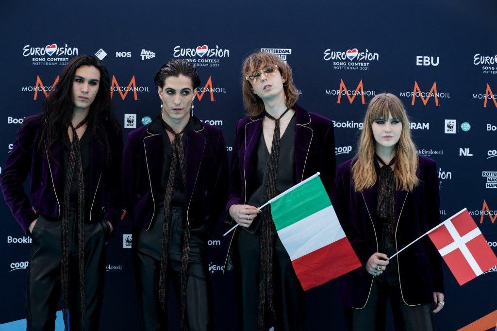 Les membres du groupe italien Maneskin posent pour des photos lors de la 65e édition du concours Eurovision de la chanson 2021, le 16 mai 2021 à Rotterdam.