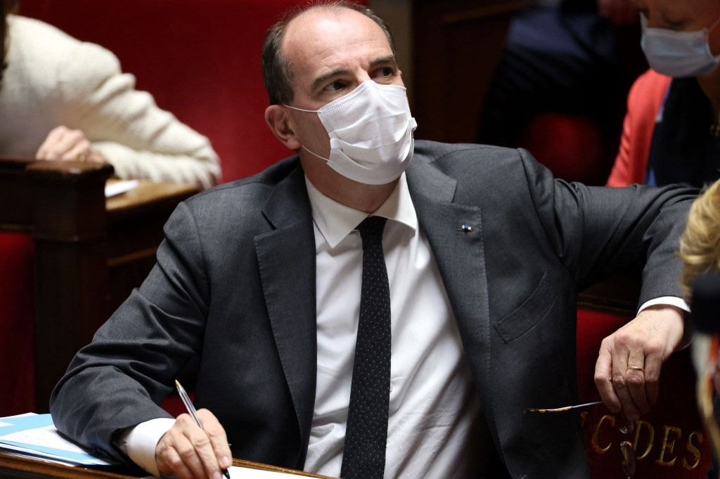 Le Premier ministre français, Jean Castex, assiste à une séance de questions au gouvernement à l'Assemblée nationale à Paris, le 18 mai 2021.