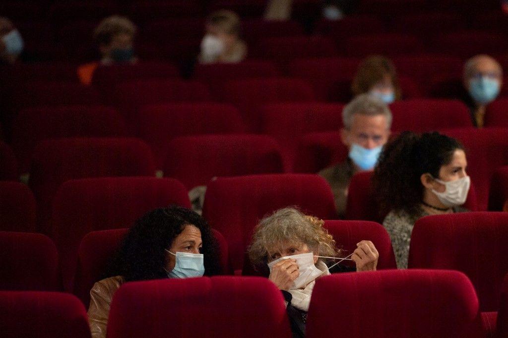 Des spectateurs dans une salle de cinéma sur l'île de Belle-Ile-en-Mer, le 19 mai 2021.