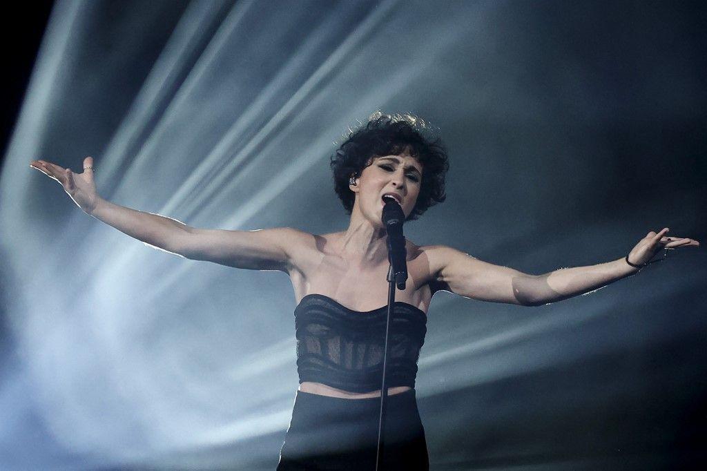Barbara Pravi lors de la compétition musicale européenne, le concours de l'Eurovision 2021.
