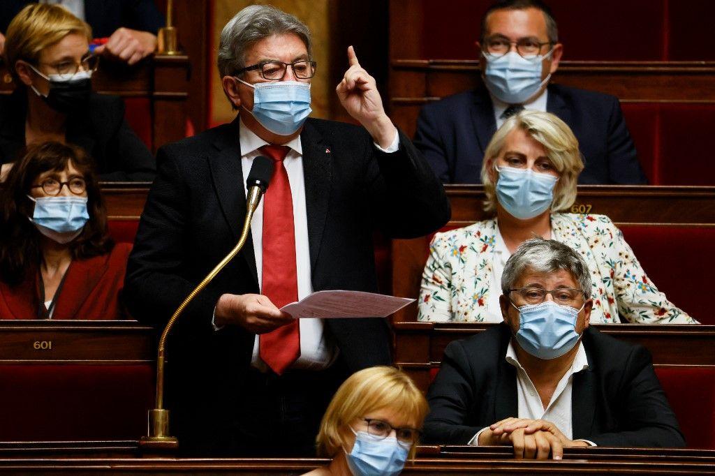 Jean-Luc Mélenchon s'exprime lors d'une séance de questions au gouvernement à l'Assemblée nationale le 1er juin 2021.
