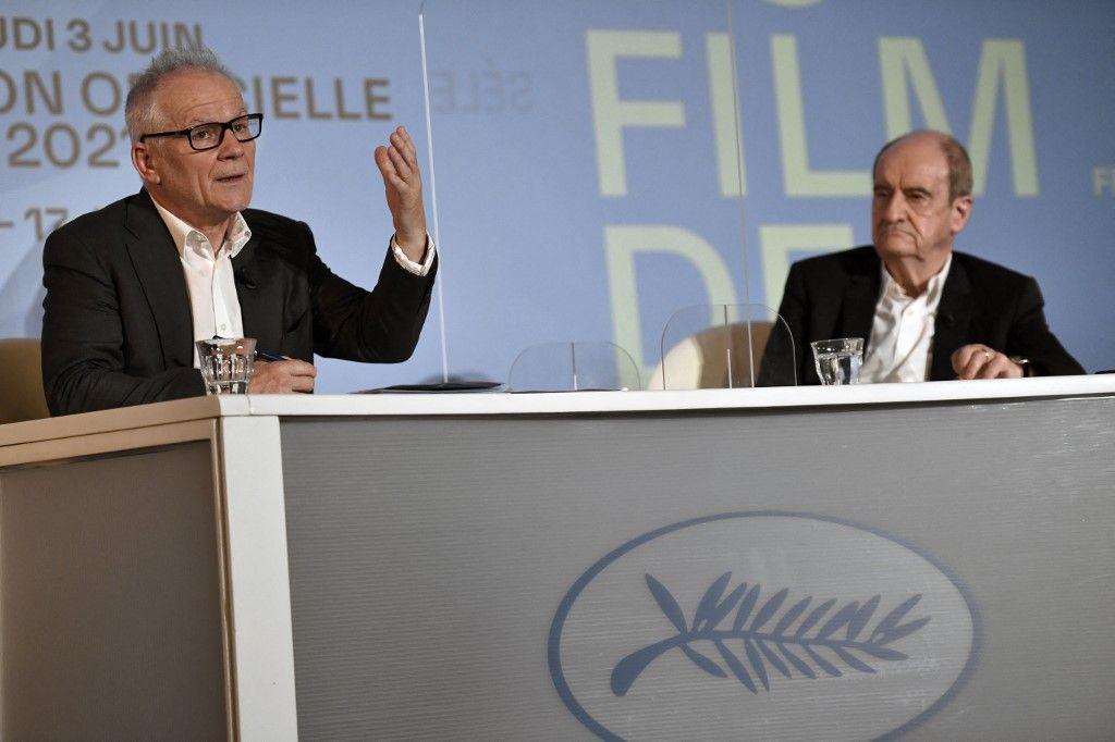 Thierry Frémaux et Pierre Lescure lors d'une conférence de presse, à Paris, le 3 juin 2021, pour annoncer la sélection officielle du 74e Festival de Cannes.