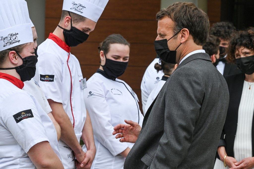 Emmanuel Macron lors d'une visite le 8 juin 2021 dans la Drôme.