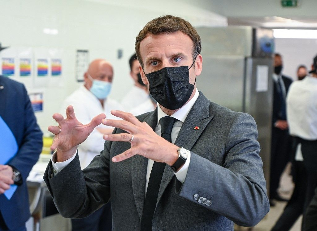 Le président français Emmanuel Macron s'exprime lors de sa visite de l'école hôtelière de Tain-l'Hermitage, le 8 juin 2021, dans la Drôme.