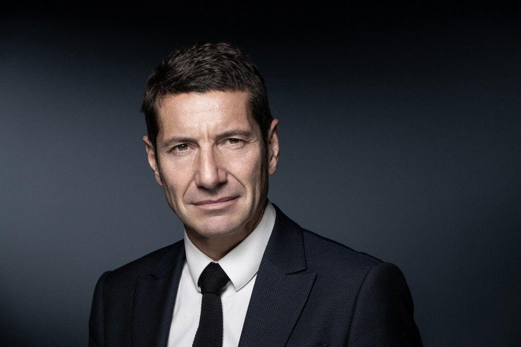 """Le maire de Cannes, David Lisnard, posant lors d'une séance photo en novembre 2019. David Lisnard a annoncé le 9 juin 2021, le lancement de son mouvement """"Nouvelle Energie""""."""