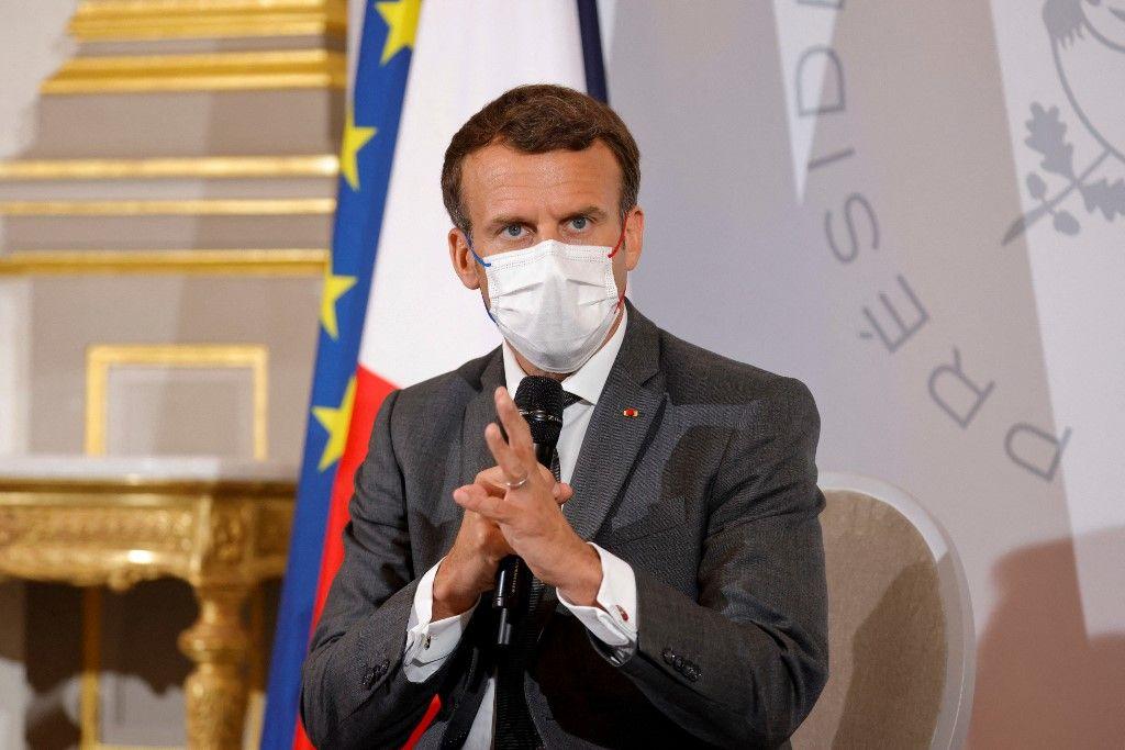 Le président Emmanuel Macron assiste à une réunion avec des représentants d'ONG en amont du sommet du G7, à l'Elysée, le 9 juin 2021.