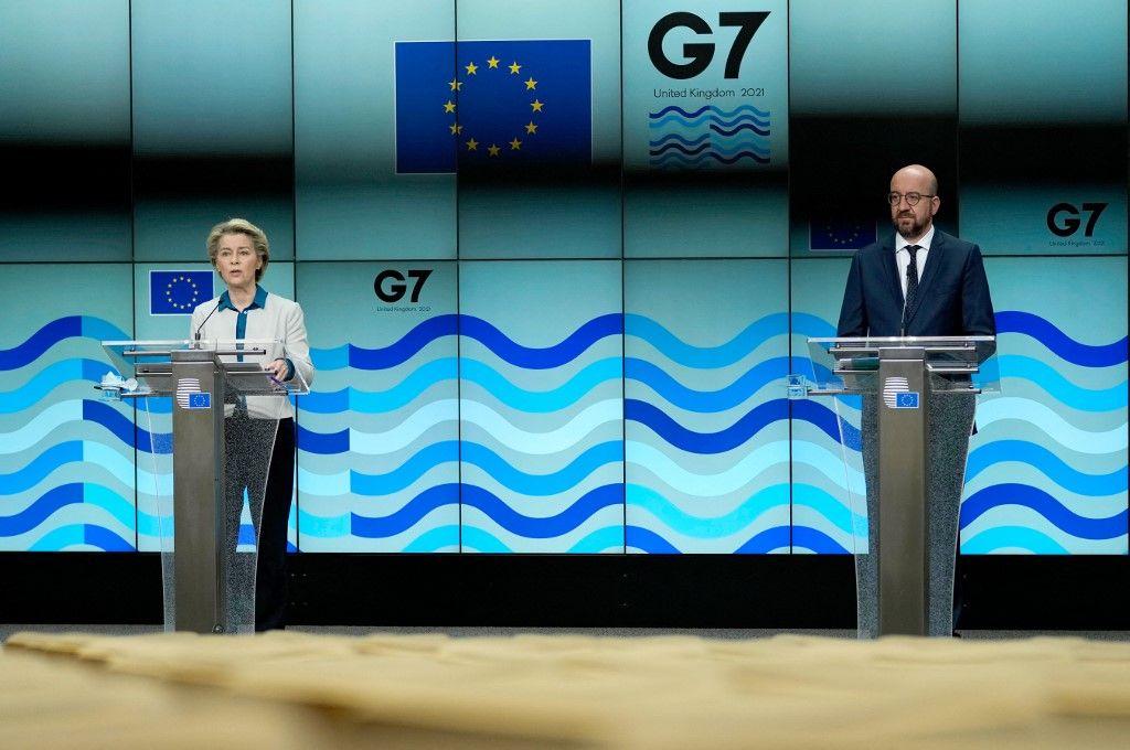 La présidente de la Commission européenne, Ursula von der Leyen, s'exprime lors d'une conférence de presse avec Charles Michel avant le sommet du G7, le 10 juin 2021.