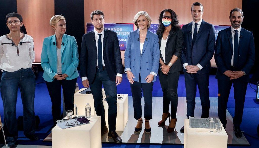 Les candidates aux élections régionales pour la région Ile-de-France Nathalie Arthaud, Clémentine Autain, Julien Bayou, Valérie Pécresse, Audrey Pulvar, Jordan Bardella et Laurent Saint-Martin avant le début d'un débat télévisé le 14 juin 2021.