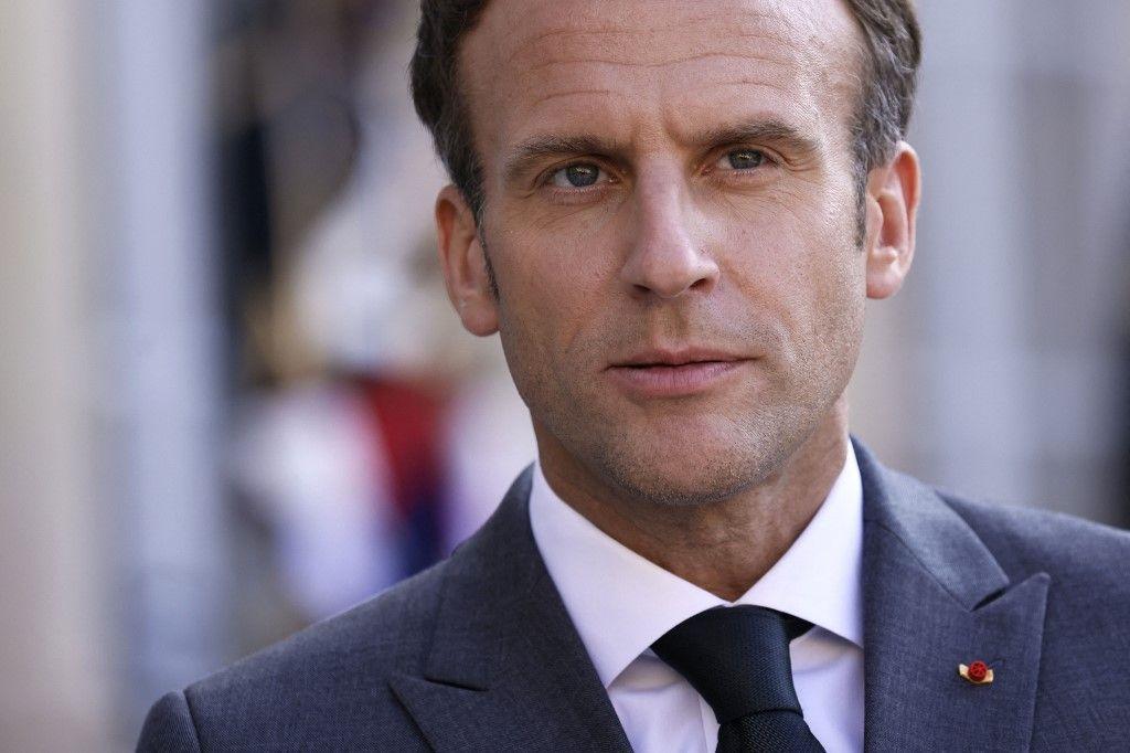 Le président Emmanuel Macron répond à la presse avant un dîner de travail avec le Premier ministre australien à l'Elysée, le 15 juin 2021.