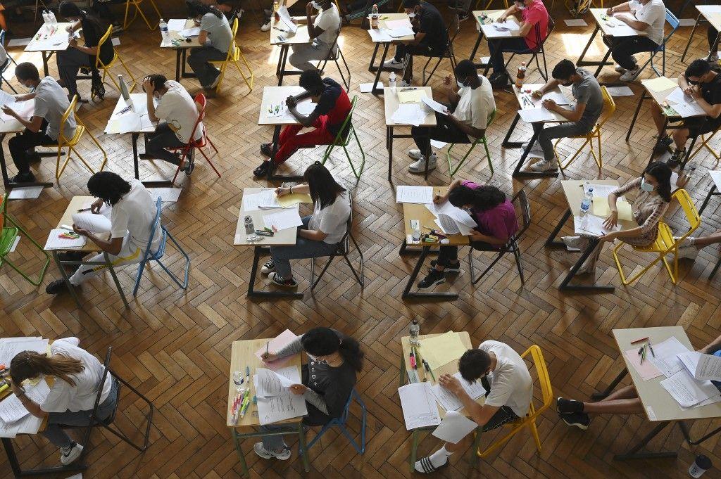 Des lycéens passent leur première session d'épreuves du baccalauréat 2021 le 17 juin 2021 au lycée Pasteur de Strasbourg.