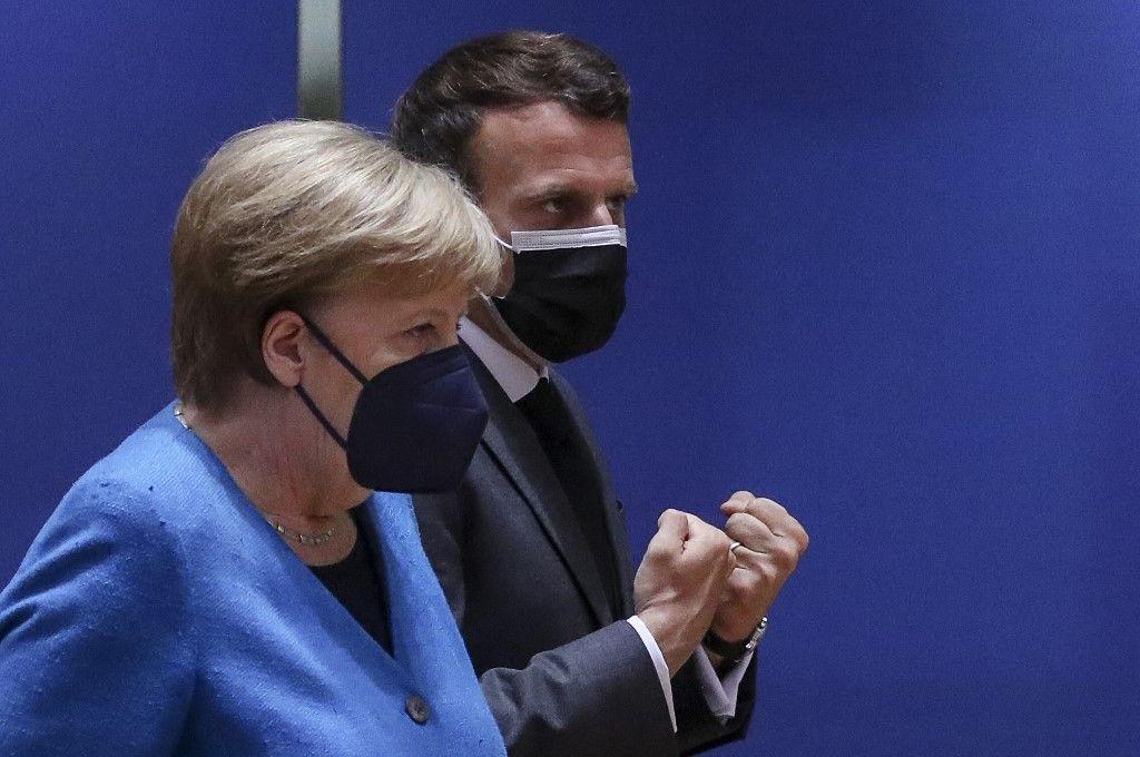 La chancelière allemande Angela Merkel et le président français Emmanuel Macron assistent à un sommet de l'UE à Bruxelles le 24 mai 2021.