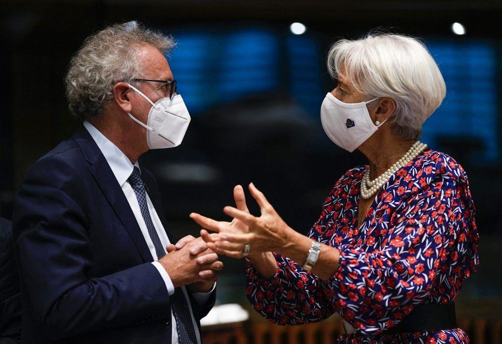 La présidente de la Banque centrale européenne, Christine Lagarde, s'entretient avec le ministre des Finances luxembourgeois Pierre Gramegna, le 17 juin 2021.
