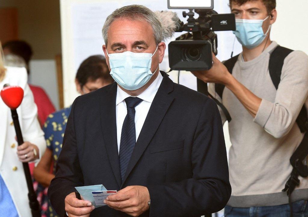 Xavier Bertrand, ancien ministre et candidat à sa succession à la présidence de la région Hauts-de-France, vote pour le premier tour des élections régionales, le 20 juin 2021.