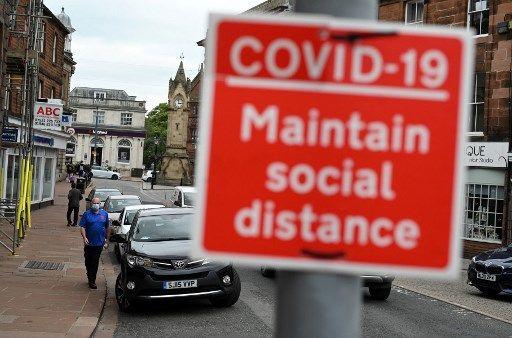 Un panneau rappelant les gestes barrière, en Angleterre.