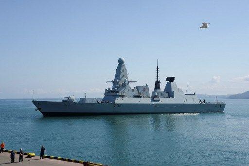 Le HMS Defender a été visé par des tirs de semonce russes, mercredi, près de la Crimée.