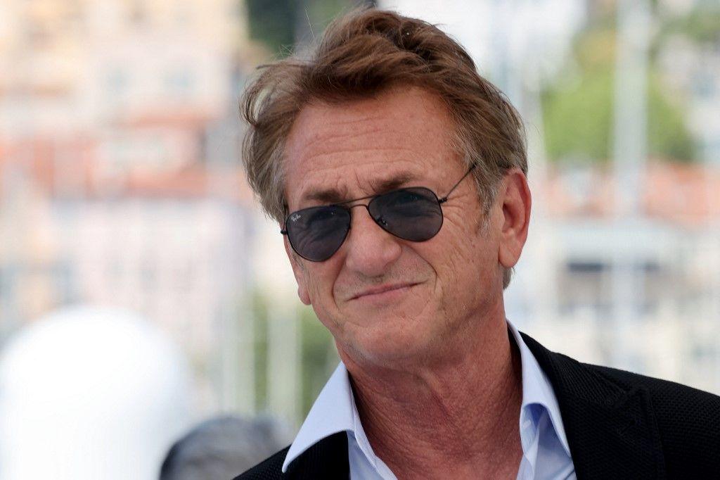 """L'acteur et réalisateur américain, Sean Penn, pose lors d'un photocall pour le film """"Flag Day"""" à la 74e édition du Festival de Cannes, le 11 juillet 2021."""