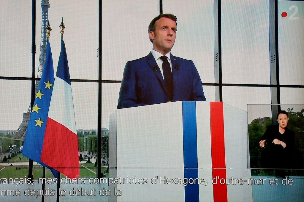 Grâce à la vaccination, Emmanuel Macron promet un avenir radieux (et tout le reste sous le tapis)