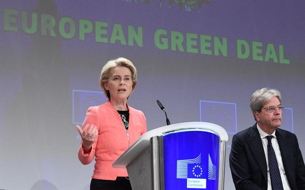 La présidente de la Commission européenne, Ursula von der Leyen, et Paolo Gentiloni dévoilent des propositions pour régir la transition vers une économie à faibles émissions de carbone le 14 juillet 2021 .