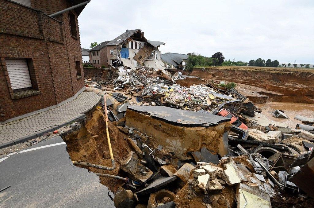 Une partie du village d'Erftstard, en Allemagne, a littéralement disparue lors d'un glissement de terrain.