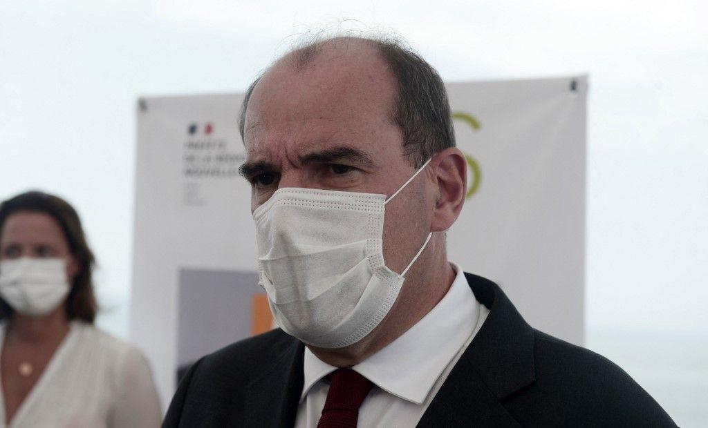 Le Premier ministre, Jean Castex, visite un centre de vaccination Covid-19 à Anglet, dans le sud-ouest de la France, le 17 juillet 2021.