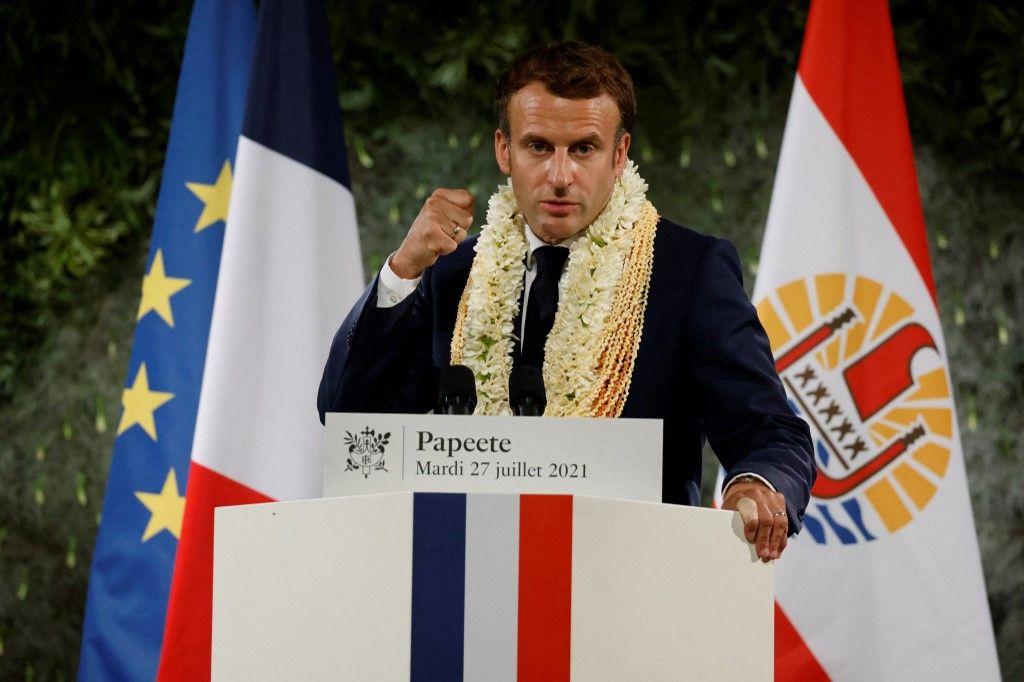 Le président français, Emmanuel Macron, prononce un discours avant son départ le dernier jour de sa visite à Papeete, en Polynésie française, le 27 juillet 2021.