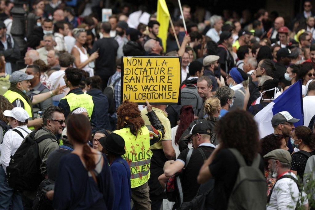 Des manifestants le 31 juillet 2021 à Paris.