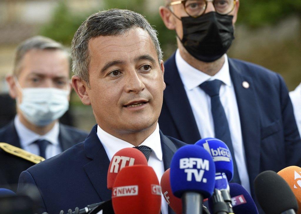 Gérald Darmanin prend la parole lors d'une conférence de presse à Saint-Laurent-sur-Sèvre, dans l'ouest de la France, le 9 août 2021.