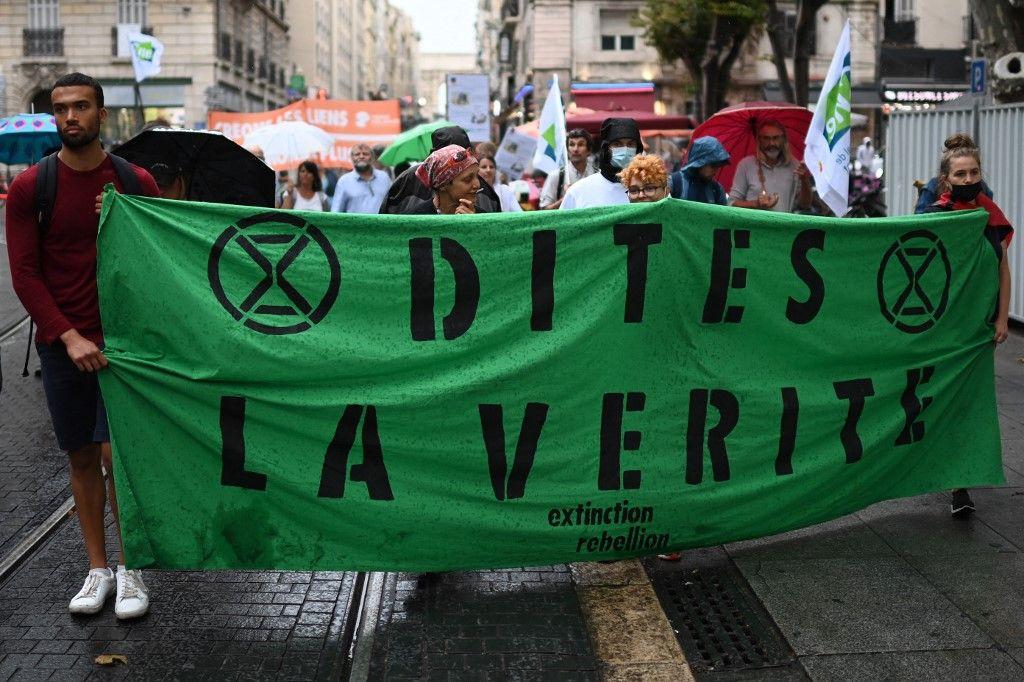 Une étude menée dans 10 pays montre à quel point le dérèglement climatique angoisse les jeunes générations