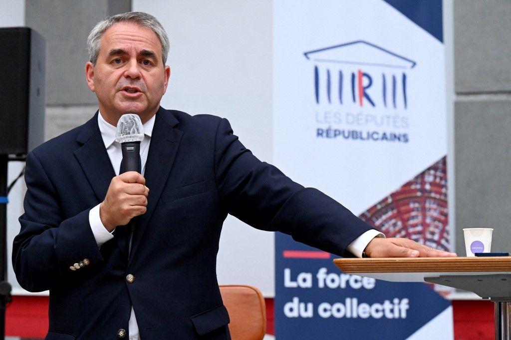 Xavier Bertrand prend la parole lors de la journée parlementaire des Républicains, à Nîmes, dans le sud de la France, le 10 septembre 2021.