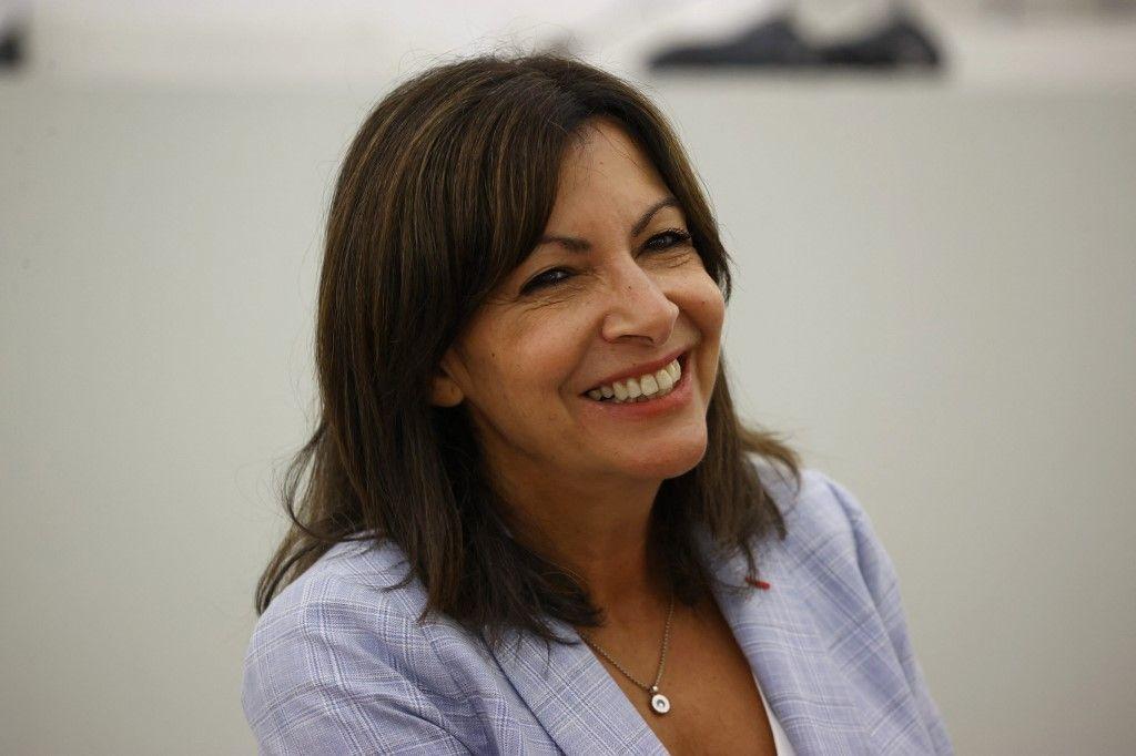 La maire de Paris et candidate à la présidentielle du Parti socialiste, Anne Hidalgo, lors d'une rencontre avec du personnel médical à l'hôpital de Rouen, le 12 septembre 2021.