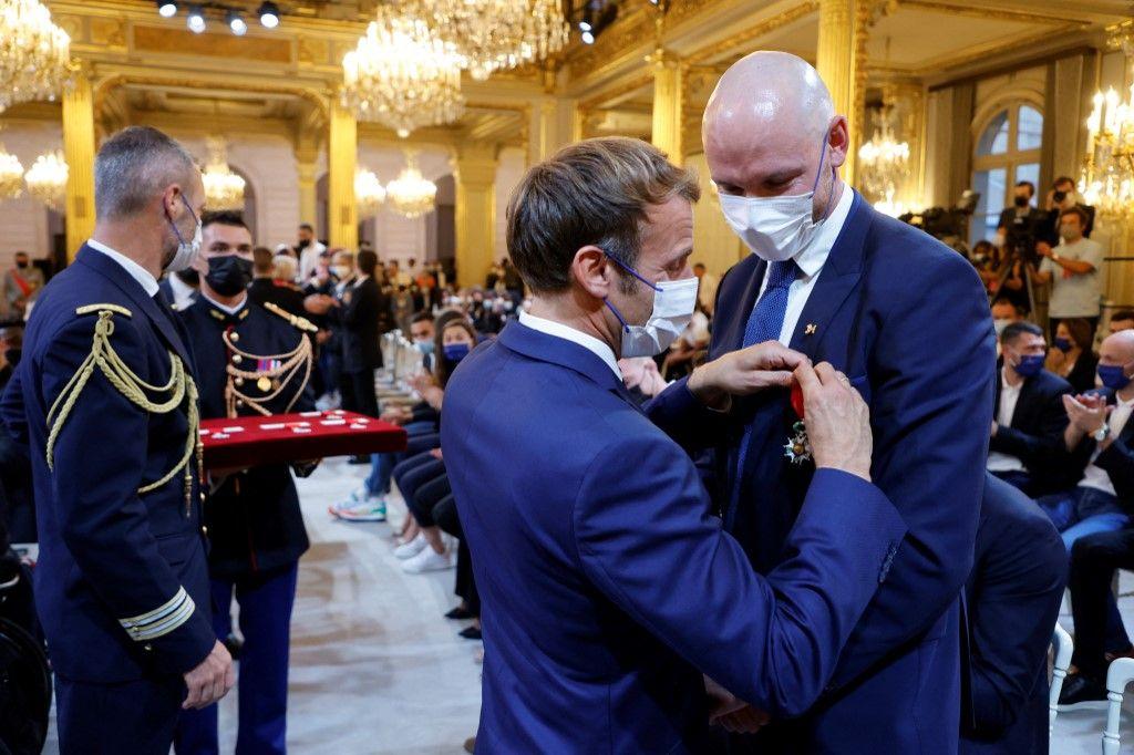 Alerte Hubris : Emmanuel Macron, le pire adversaire de Macron Emmanuel à la présidentielle