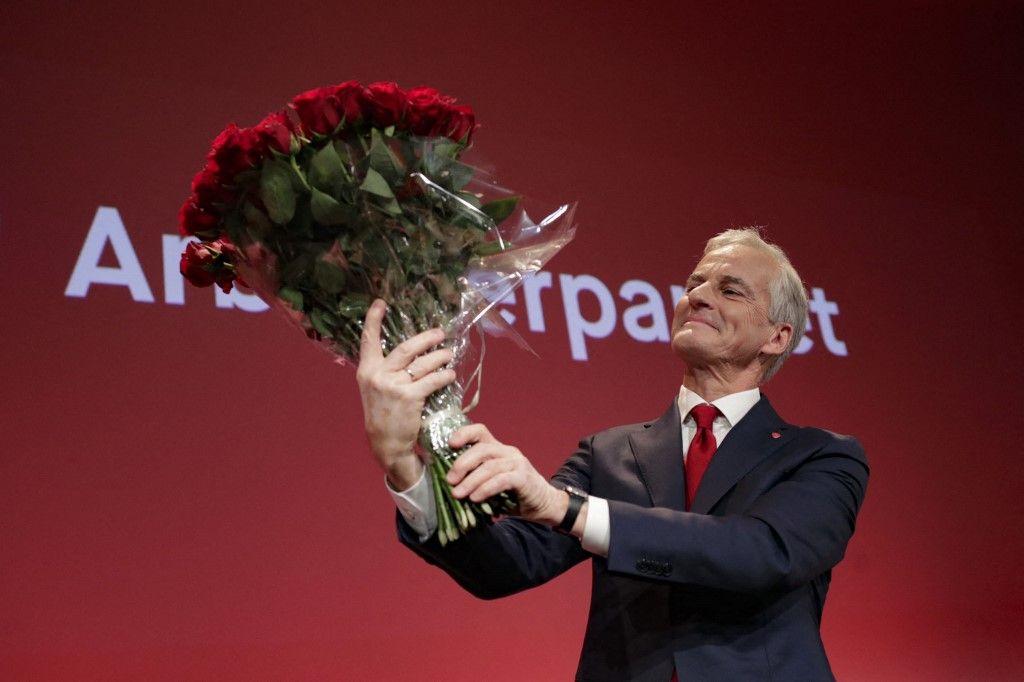 Le leader travailliste Jonas Gahr Store célèbre sa victoire, après les résultats de l'élection législative, à Oslo, en Norvège, le 13 septembre.