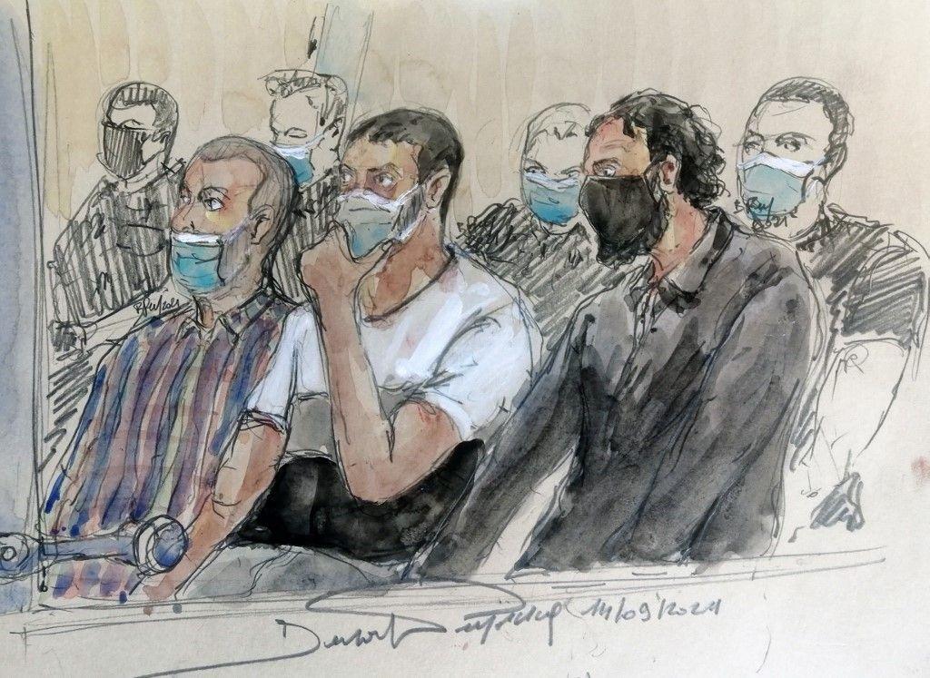 Un croquis d'audience réalisé le 14 septembre 2021 montre les coaccusés Mohamed Amri, Mohamed Abrini et Salah Abdeslam, lors du procès des attentats de novembre 2015 à Paris.