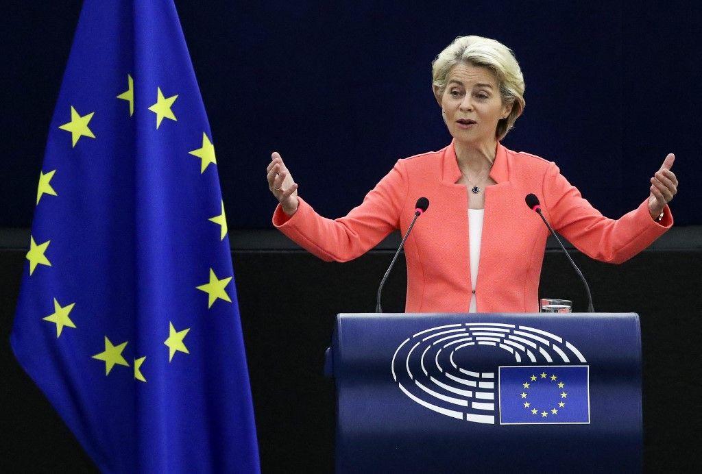"""La présidente de la Commission européenne, Ursula von der Leyen, prononce un discours lors d'un débat sur """"L'état de l'Union européenne"""", le 15 septembre 2021."""