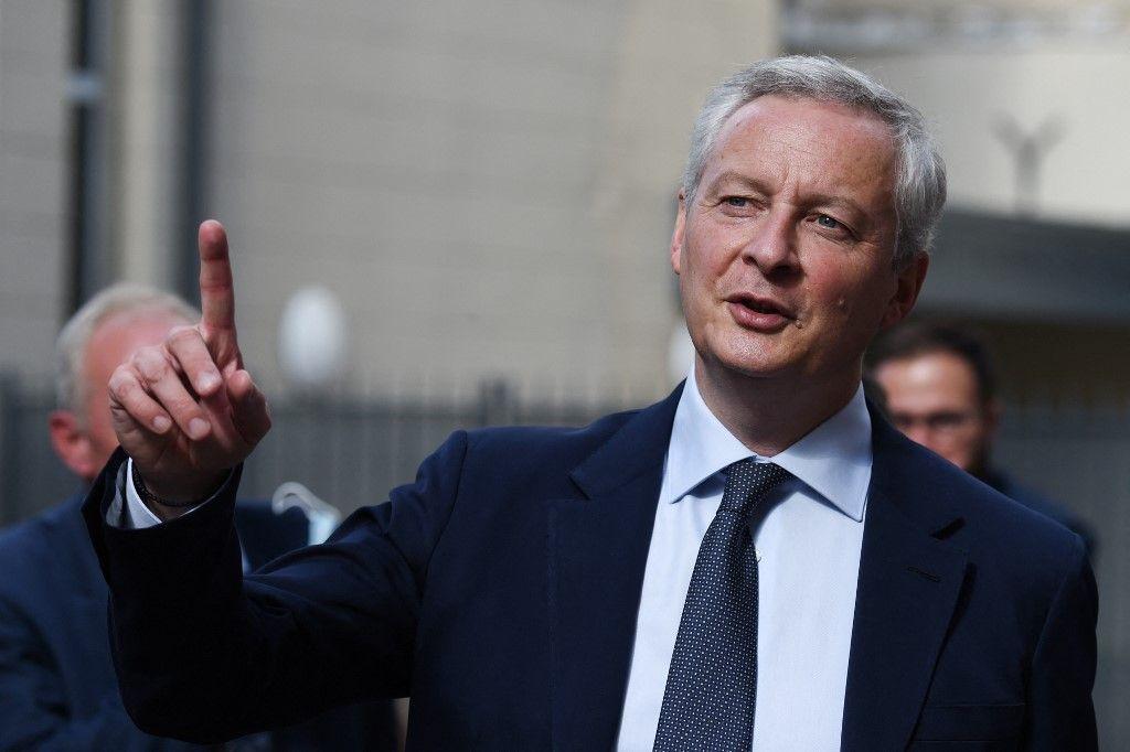 Le ministre de l'Économie et des Finances, Bruno Le Maire, à Saint-Germain-en-Laye, le 16 septembre 2021, lors d'une visite de commerces.