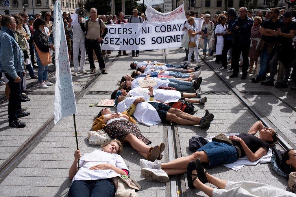 Des manifestants contre la vaccination, le 18 septembre à Nantes.
