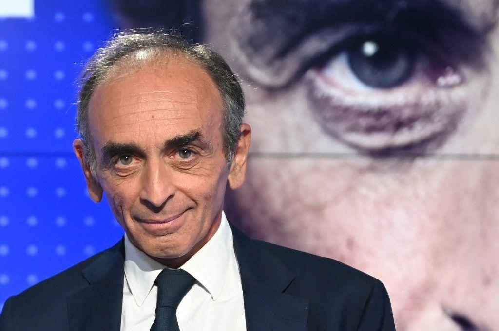 Eric Zemmour, sur le plateau de BFMTV, lors de son débat avec Jean-Luc Mélenchon, le leader de La France Insoumise.