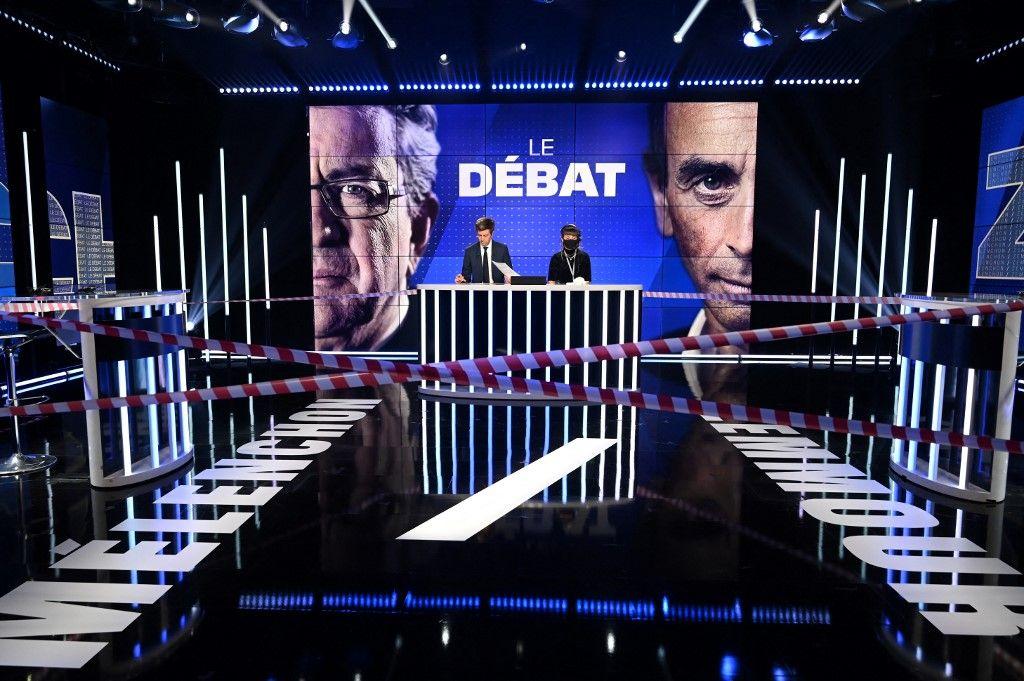 Le plateau de BFMTV à l'occasion du débat entre Eric Zemmour et Jean-Luc Mélenchon.