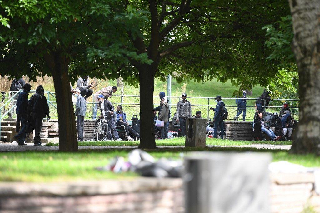 Des toxicomanes ont été évacués vers la porte de la Villette, le 24 septembre 2021 après une opération de police pour expulser des utilisateurs de crack dans le quartier des Jardins d'Eole.