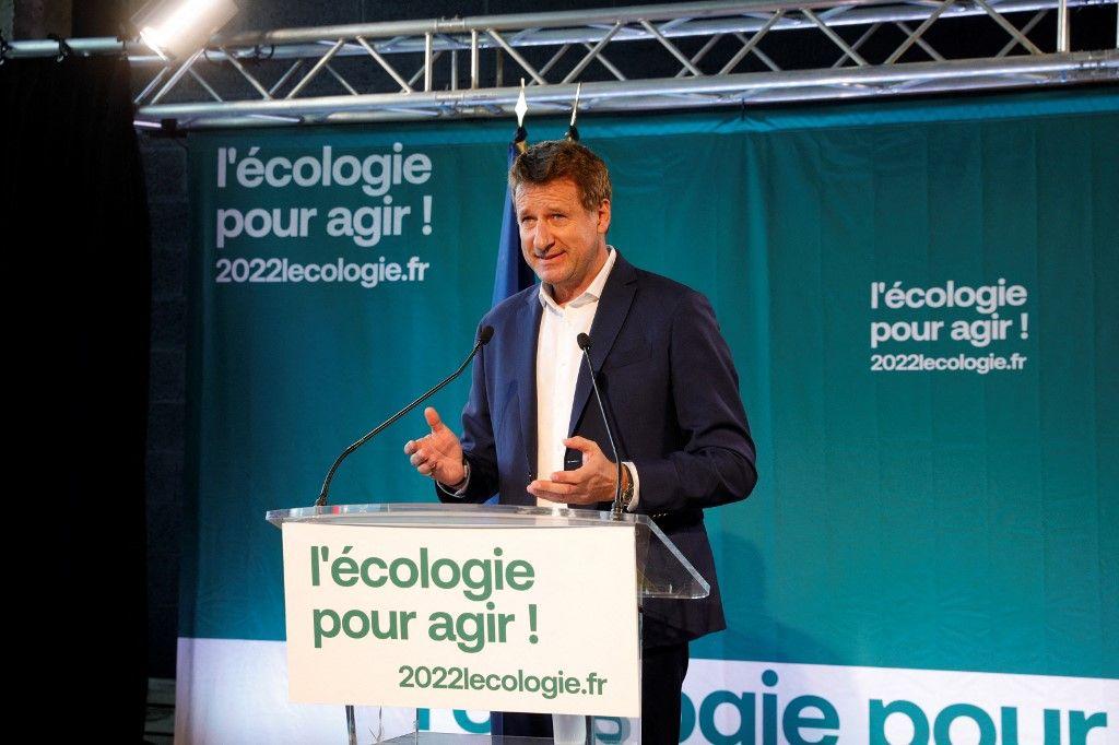 Yannick Jadot s'exprime lors d'une conférence de presse après avoir remporté la primaire des écologistes à Pantin, dans le nord de Paris, le 28 septembre 2021.