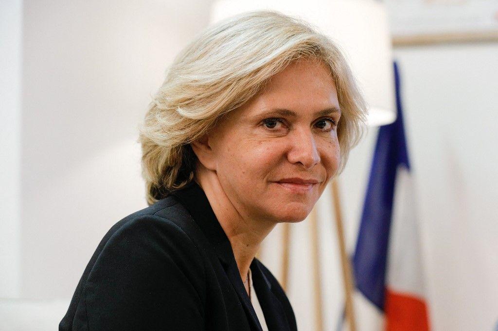 Valérie Pécresse, candidate à l'élection présidentielle, pose en marge d'une conférence de presse pour présenter un projet de loi constitutionnelle pour stopper l'immigration incontrôlée en France, le 5 octobre 2021.