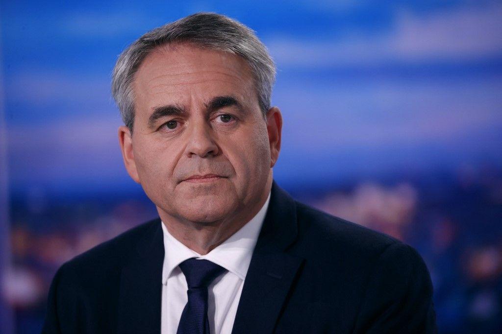 Le président de la région des Hauts-de-France et candidat à l'élection présidentielle de 2022, Xavier Bertrand, sur le plateau du journal télévisé de TF1, le 11 octobre 2021.