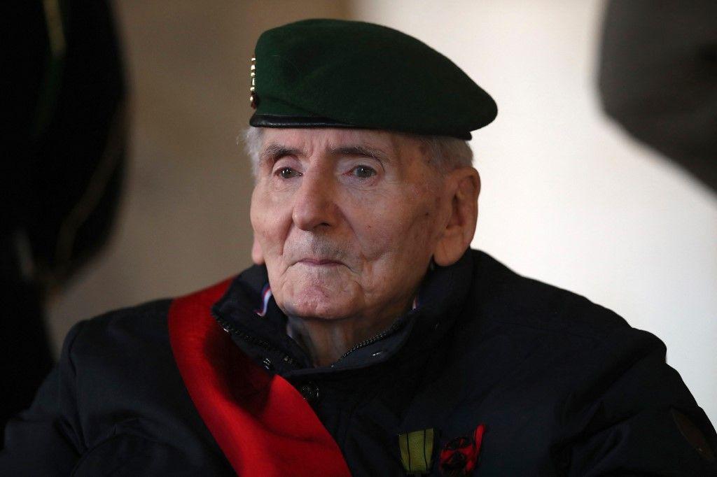 Dans cette photo d'archives du 26 novembre 2020 Hubert Germain assistait à une cérémonie d'hommage pour le résistant de la Seconde Guerre mondiale Daniel Cordier à l'Hôtel des Invalides à Paris.