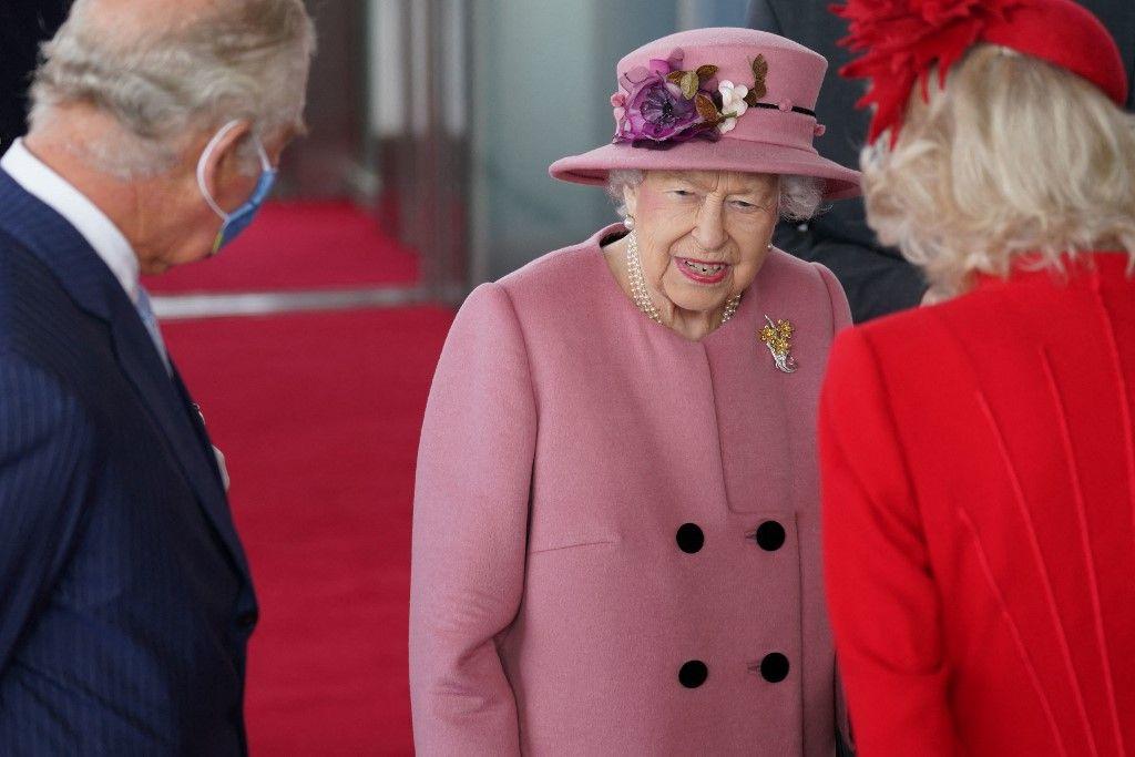 La reine Elizabeth II, le prince Charles et Camilla assistent à la cérémonie d'ouverture du sixième Senedd, le Parlement gallois, à Cardiff, au Pays de Galles, le 14 octobre 2021.